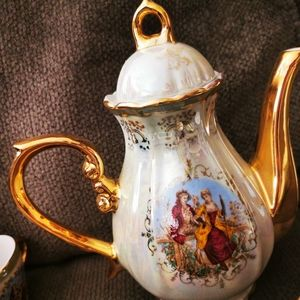 Vintage Kitchen - Vintage Gold Courting Couple Tall tea coffee China